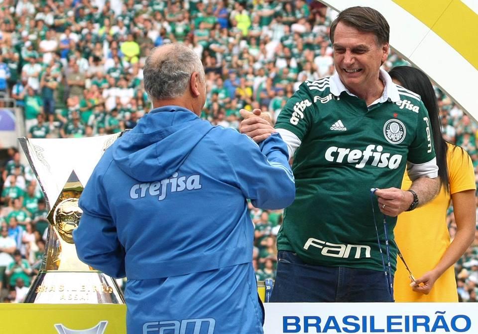 palmeiras jair bolsonaro festa título campeonato brasileiro futebol política fascismo eleição presidente taça troféu